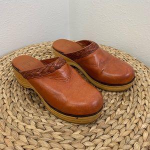 Vintage Frye Size 7 Cognac Leather & Wood Clogs